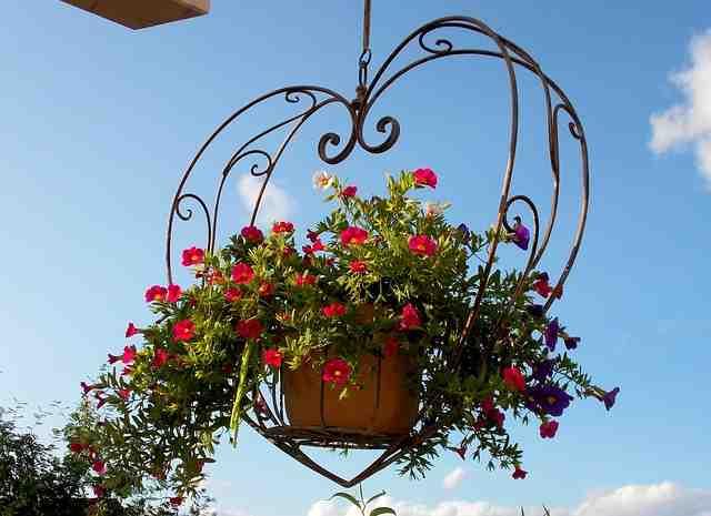 Comment décorer son balcon pas cher ?