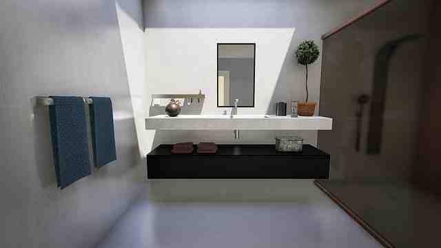 Comment décorer un mur de salle de bain ?