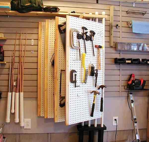 Comment fixer des outils sur une planche ?